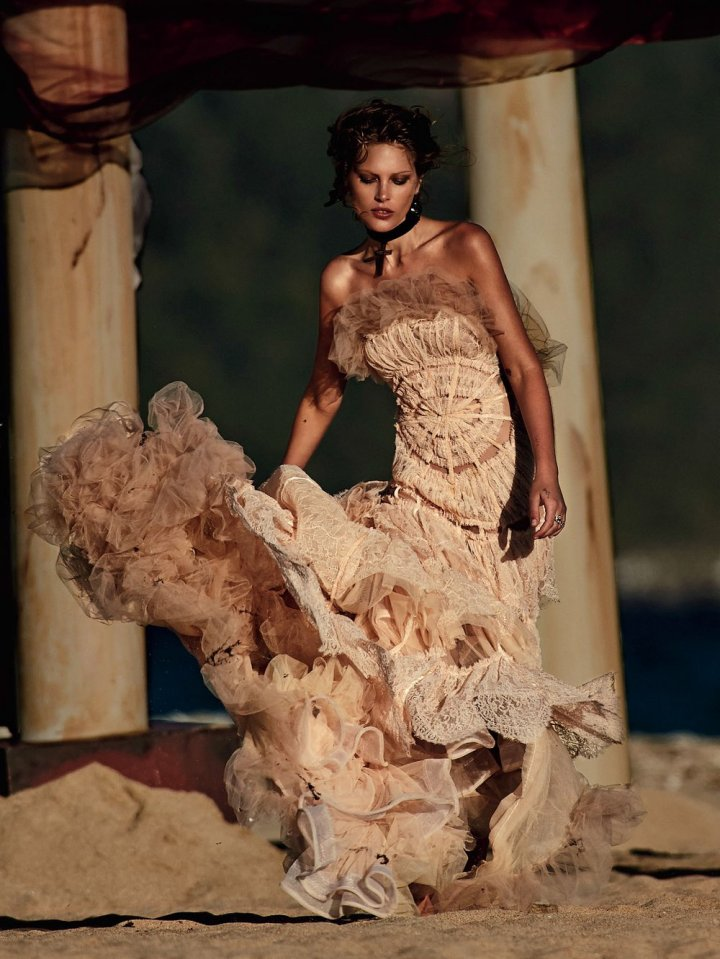 Catherine-McNeil-by-Gilles-Bensimon-for-Vogue-Australia-October-2014-11
