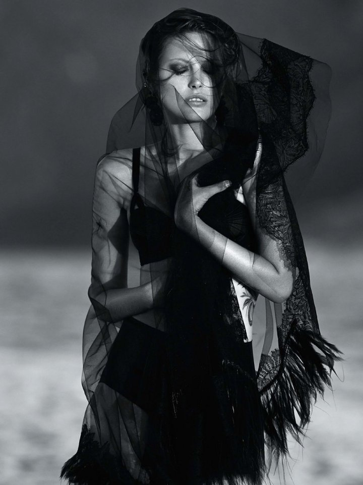 Catherine-McNeil-by-Gilles-Bensimon-for-Vogue-Australia-October-2014-13