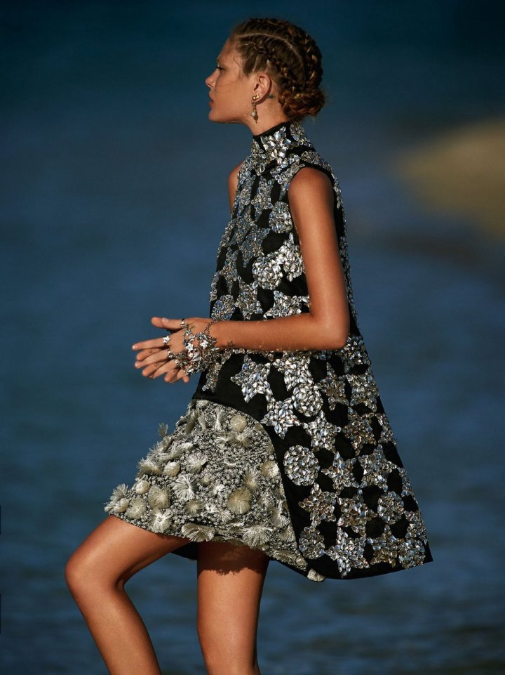 Catherine-McNeil-by-Gilles-Bensimon-for-Vogue-Australia-October-2014-1