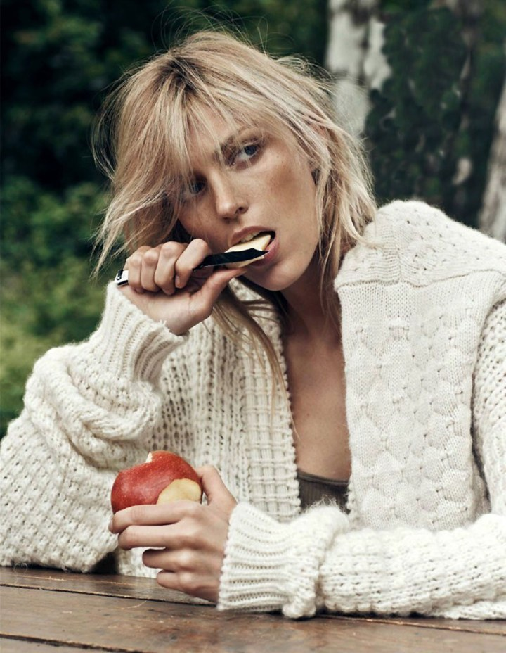 Anja-Rubik-Vogue-Paris-Lachlan-Bailey-Geraldine-Saglio-Oracle-Fox.1